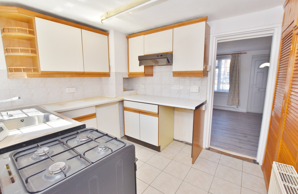 2 bed terraced house for sale in Kingsnorth Road, Ashford  - Property Image 4