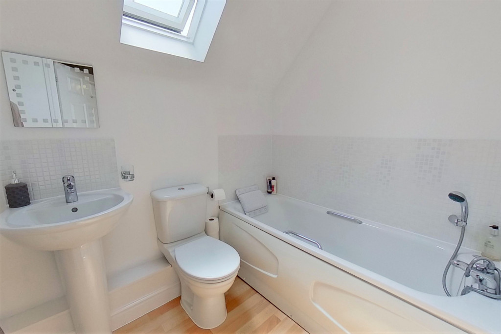 2 bed link detached house for sale in Ordinance Way, Repton Park, Ashford  - Property Image 8