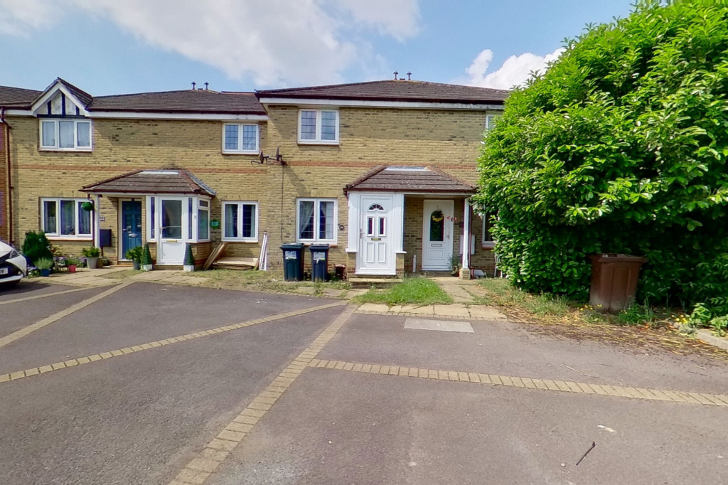 2 bed terraced house for sale in Corner Field, Ashford - Property Image 1