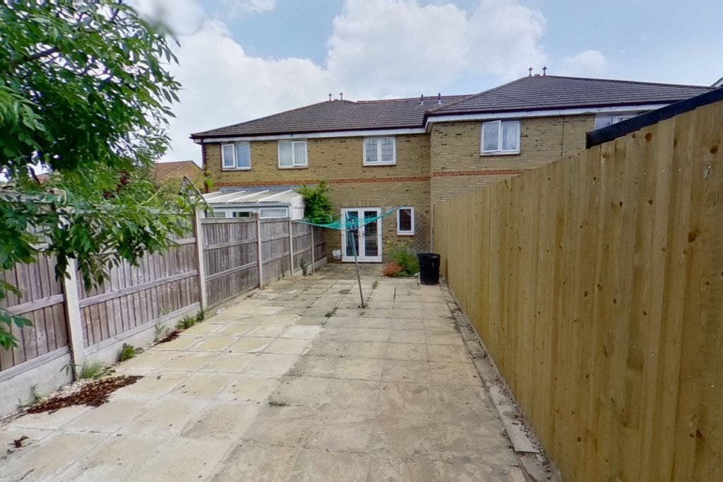 2 bed terraced house for sale in Corner Field, Ashford  - Property Image 8