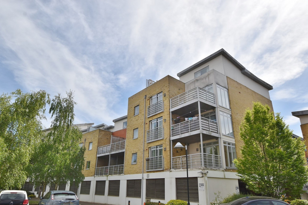 1 bed apartment to rent in Kingfisher Meadow, Maidstone 0