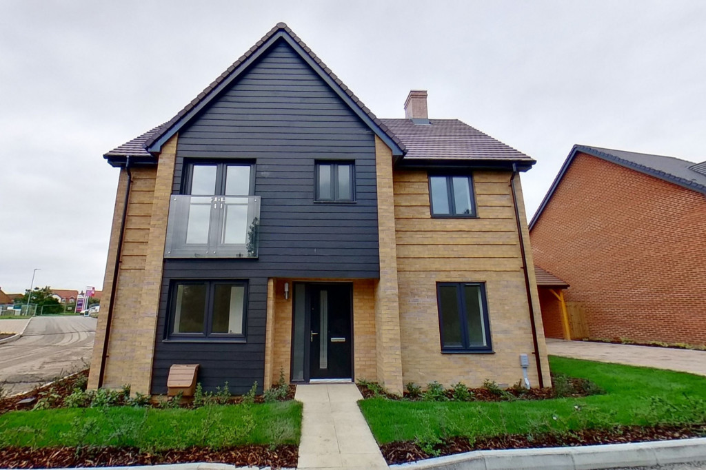 4 bed detached house to rent in Honeybee Drive, Ashford 0
