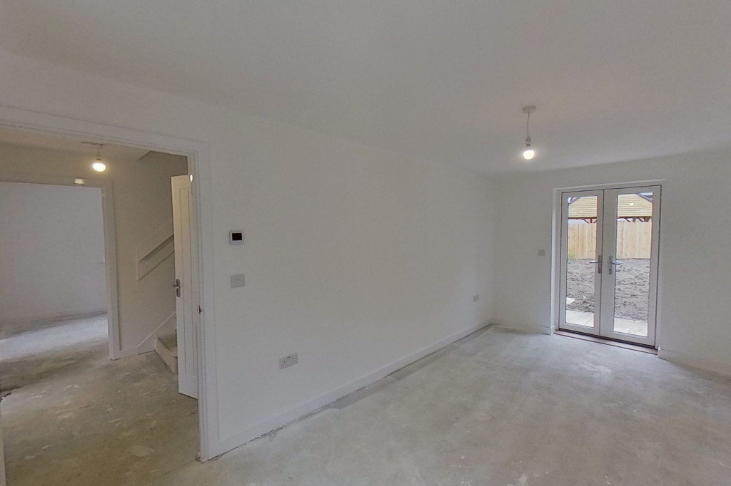 4 bed detached house to rent in Honeybee Drive, Ashford 2