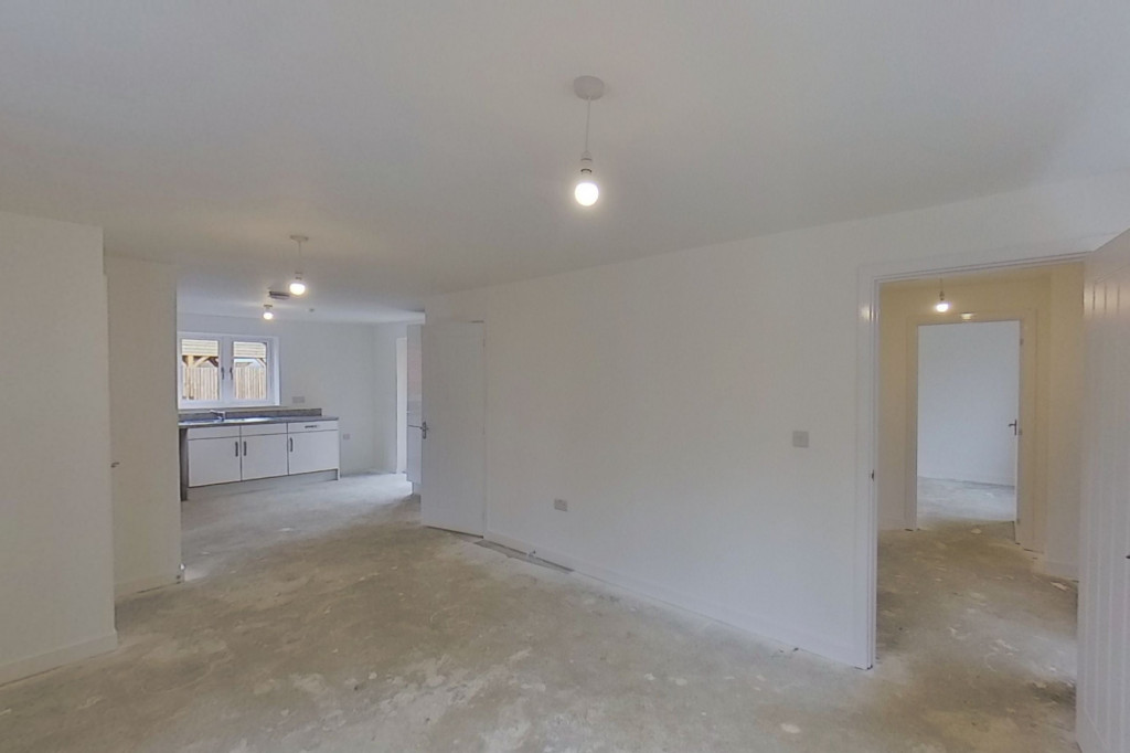 4 bed detached house to rent in Honeybee Drive, Ashford 3