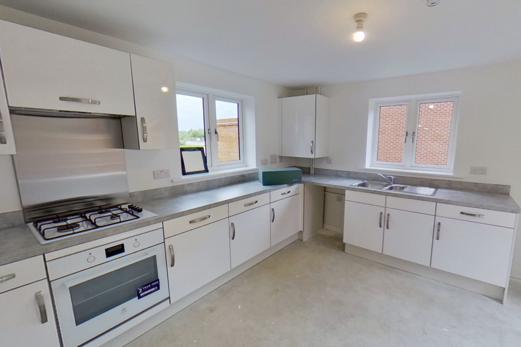 4 bed detached house to rent in Honeybee Drive, Ashford 5