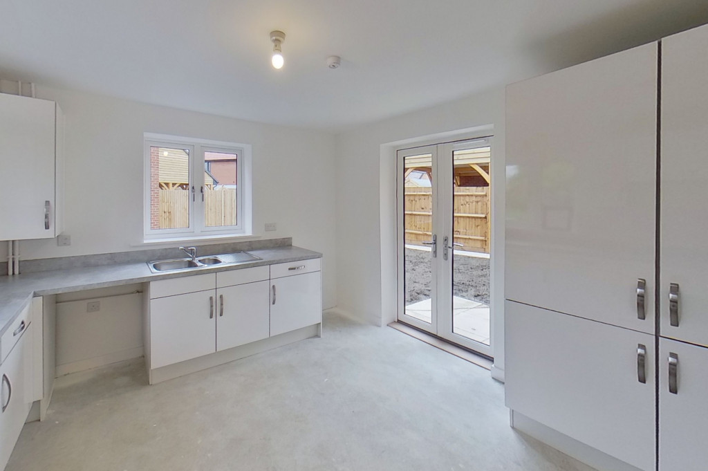 4 bed detached house to rent in Honeybee Drive, Ashford 6