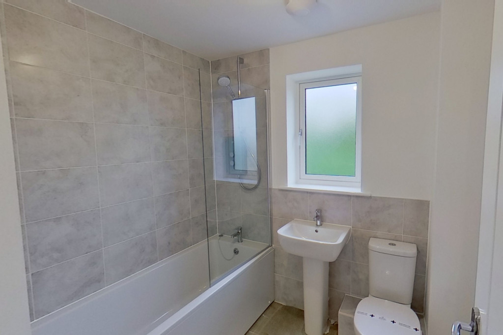 4 bed detached house to rent in Honeybee Drive, Ashford 13