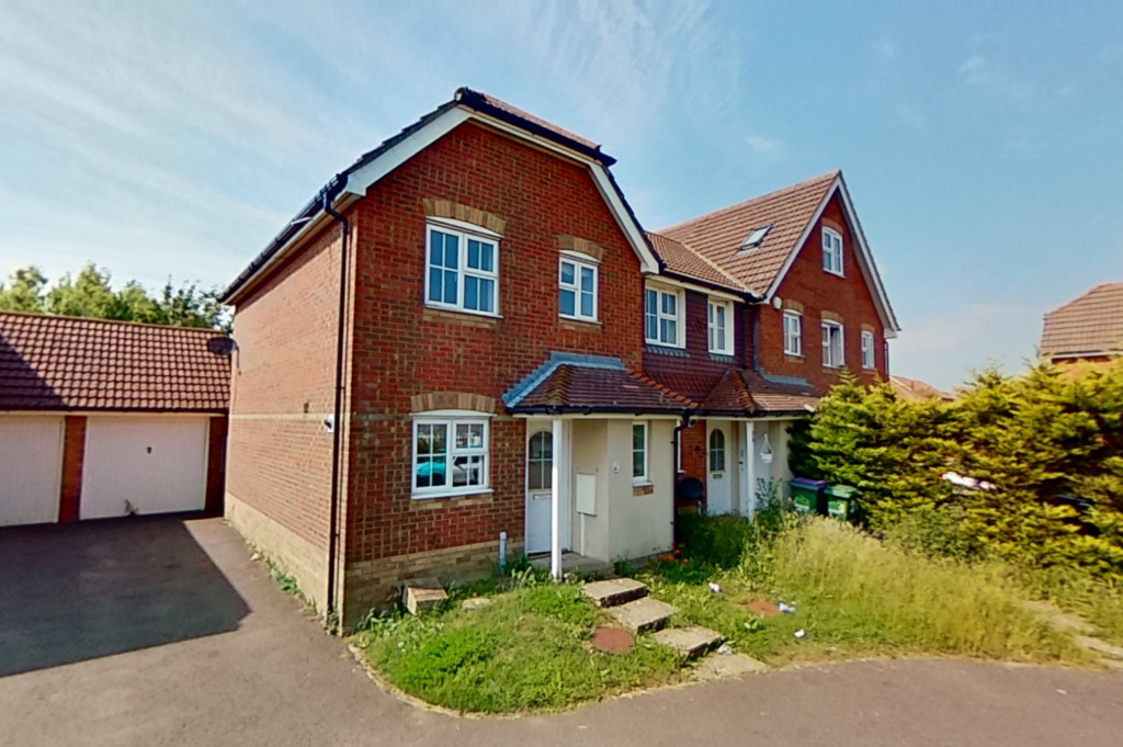 3 bed end of terrace house for sale in Ingram Close, Hawkinge, Folkestone - Property Image 1