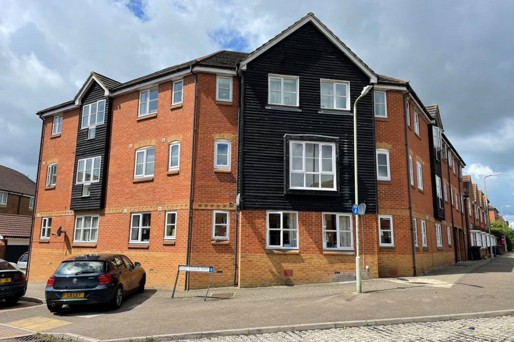 2 bed flat for sale in East Stour Way, Ashford  - Property Image 1
