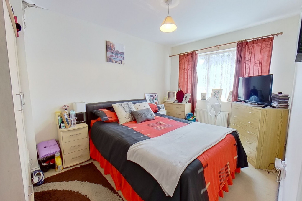 5 bed terraced house for sale in Bryony Drive, Park Farm, Ashford  - Property Image 3