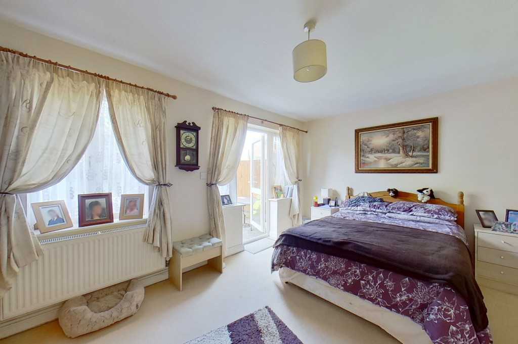 5 bed terraced house for sale in Bryony Drive, Park Farm, Ashford  - Property Image 4