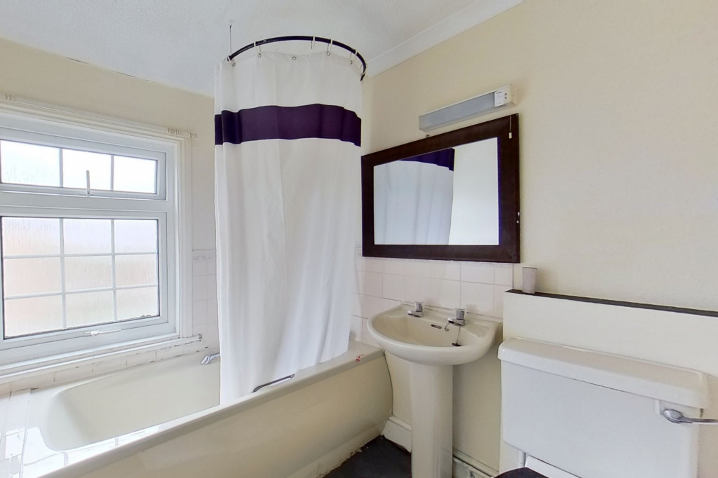 1 bed flat for sale in Victoria Grove, Folkestone 6