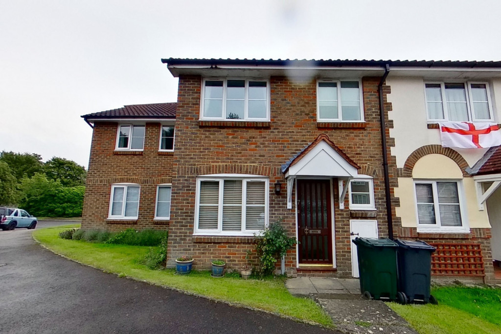 3 bed terraced house to rent in Bank Side, Hamstreet, Ashford - Property Image 1