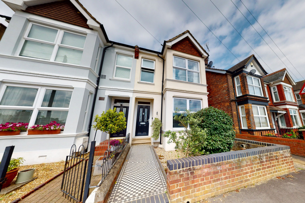 3 bed semi-detached house to rent in Sackville Crescent, Ashford  - Property Image 1