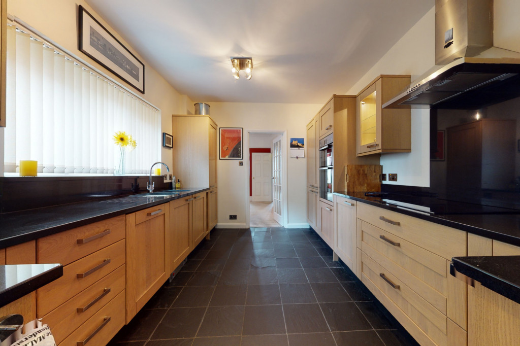 3 bed semi-detached house to rent in Sackville Crescent, Ashford 4