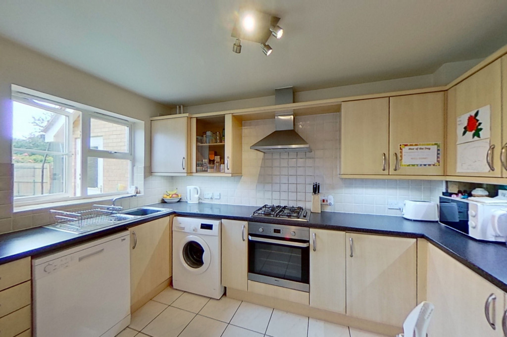 3 bed semi-detached house for sale in Blackthorn Way, Ashford  - Property Image 6