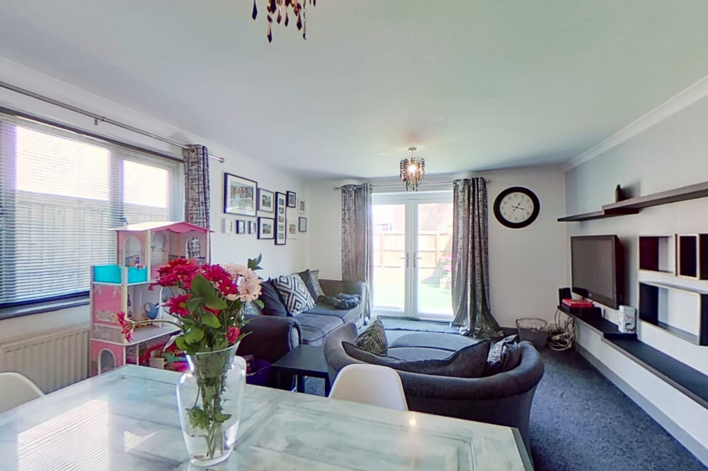 3 bed end of terrace house for sale in Falcon Way, Ashford  - Property Image 2