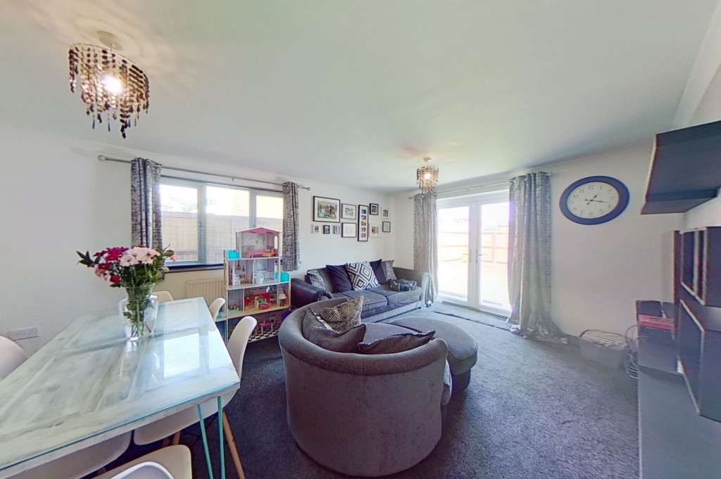 3 bed end of terrace house for sale in Falcon Way, Ashford 3