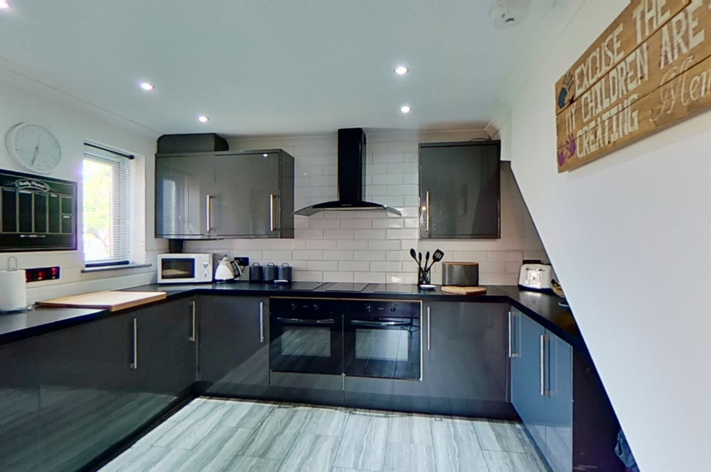 3 bed end of terrace house for sale in Falcon Way, Ashford  - Property Image 5