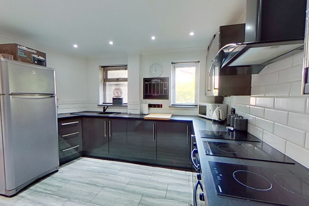 3 bed end of terrace house for sale in Falcon Way, Ashford 5