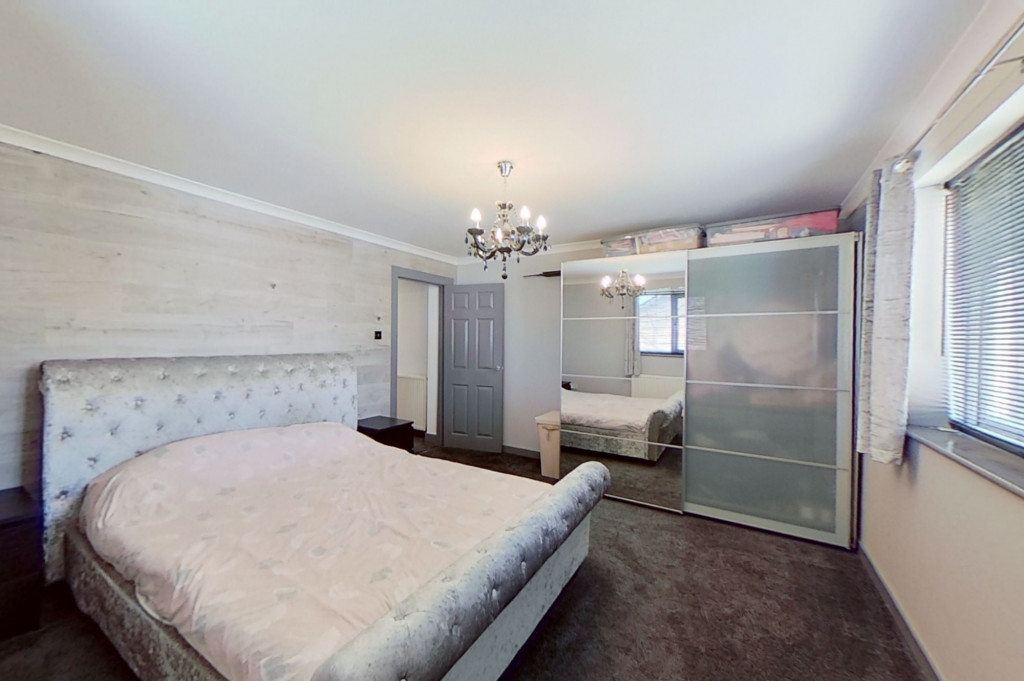 3 bed end of terrace house for sale in Falcon Way, Ashford 6