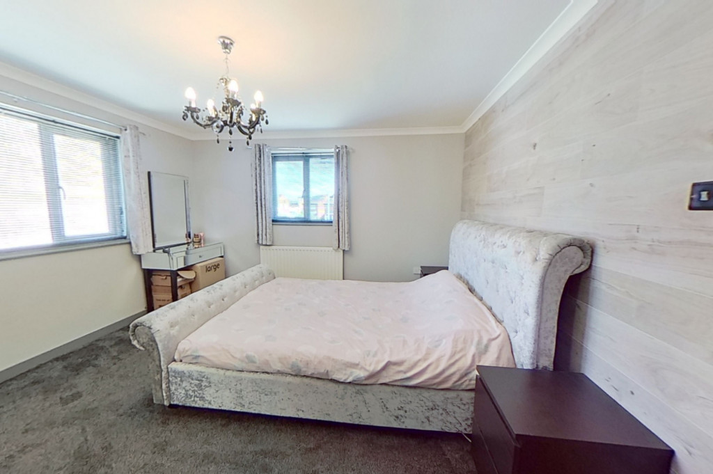 3 bed end of terrace house for sale in Falcon Way, Ashford 7
