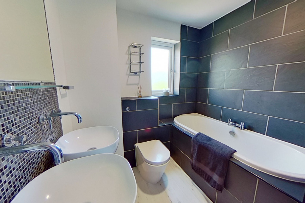 3 bed end of terrace house for sale in Falcon Way, Ashford  - Property Image 9