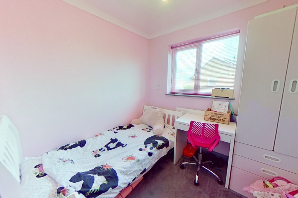 3 bed end of terrace house for sale in Falcon Way, Ashford 9