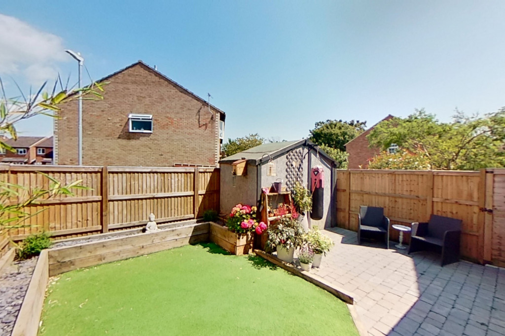 3 bed end of terrace house for sale in Falcon Way, Ashford 12