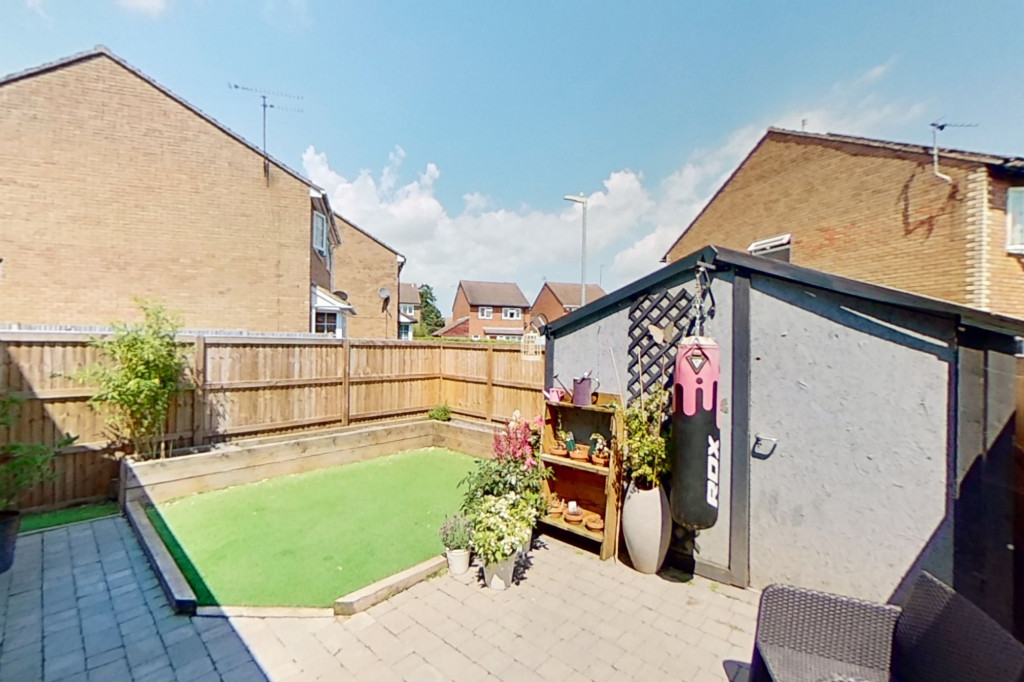 3 bed end of terrace house for sale in Falcon Way, Ashford 13