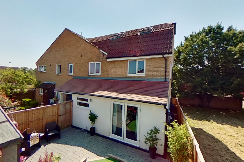 3 bed end of terrace house for sale in Falcon Way, Ashford 15