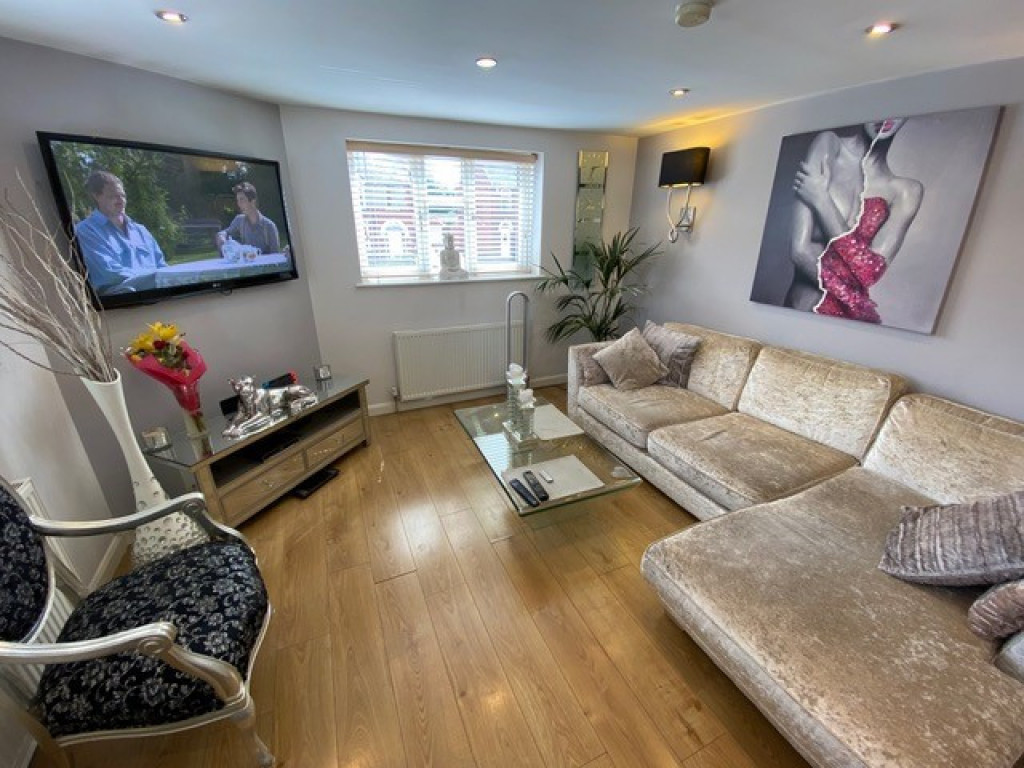 2 bed flat to rent in Brinsworth Lane, Rotherham  - Property Image 1