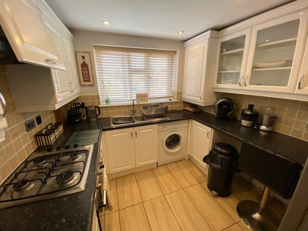 2 bed flat to rent in Brinsworth Lane, Rotherham 2