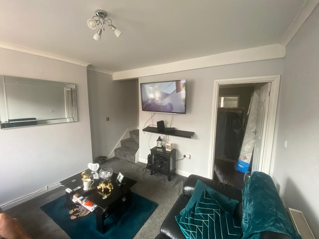 3 bed end of terrace house to rent in Arundel Drive, Mansfield 1