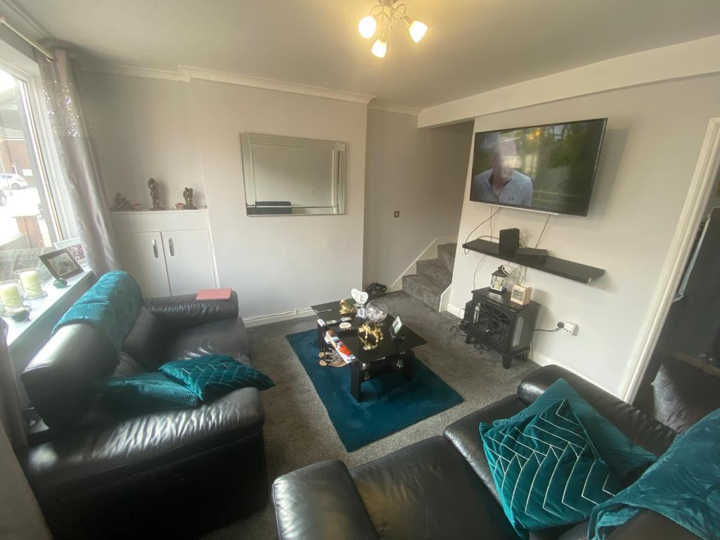 3 bed end of terrace house to rent in Arundel Drive, Mansfield 2