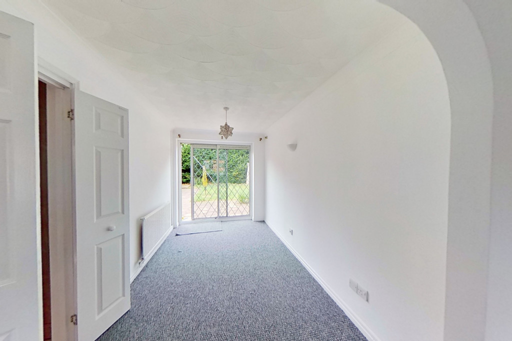 3 bed detached house to rent in Grantley Close, Ashford 3