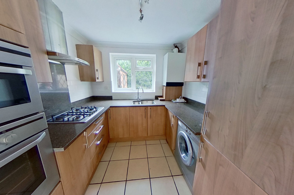 3 bed detached house to rent in Grantley Close, Ashford 4