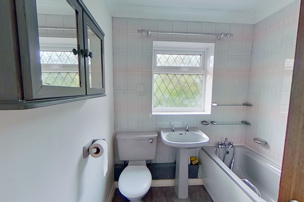 3 bed detached house to rent in Grantley Close, Ashford 7