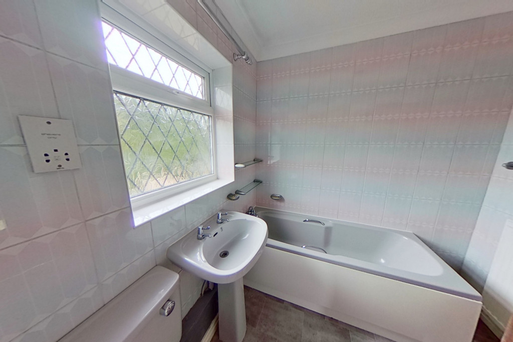 3 bed detached house to rent in Grantley Close, Ashford 8