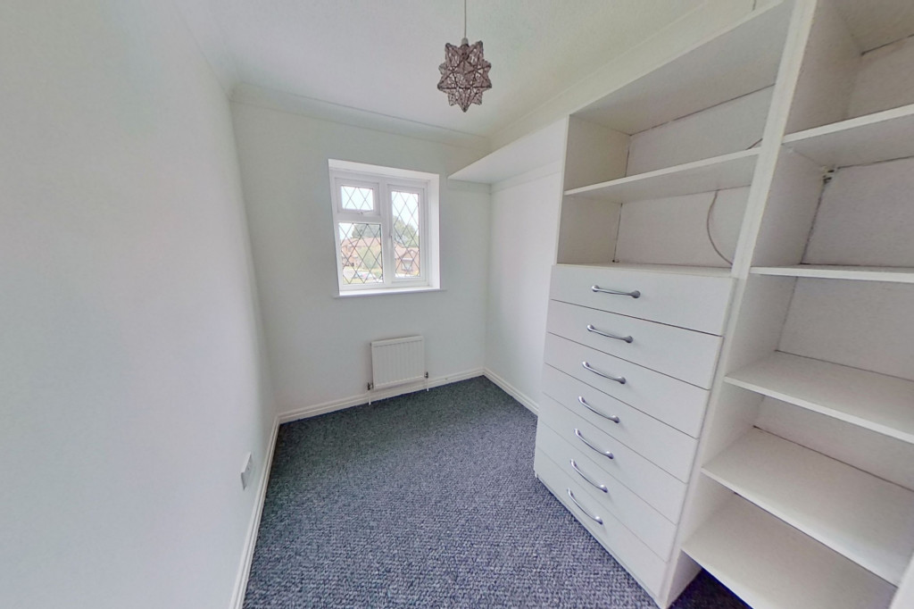 3 bed detached house to rent in Grantley Close, Ashford 9