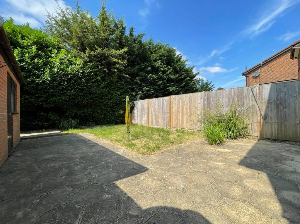 3 bed detached house to rent in Grantley Close, Ashford 10