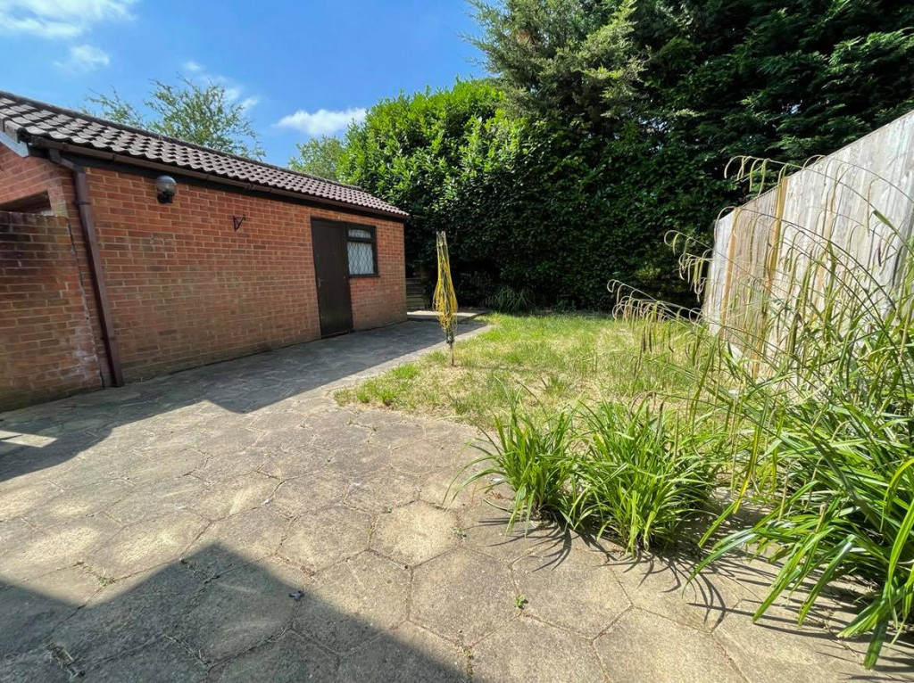 3 bed detached house to rent in Grantley Close, Ashford 11