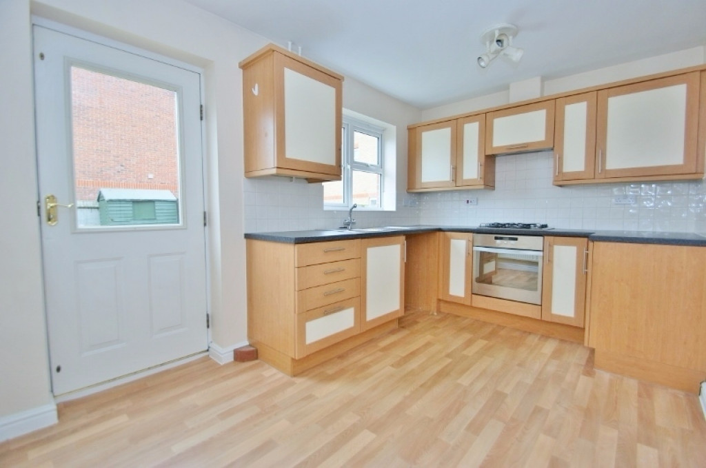 2 bed terraced house for sale in Wood Lane, Kingsnorth, Ashford  - Property Image 3