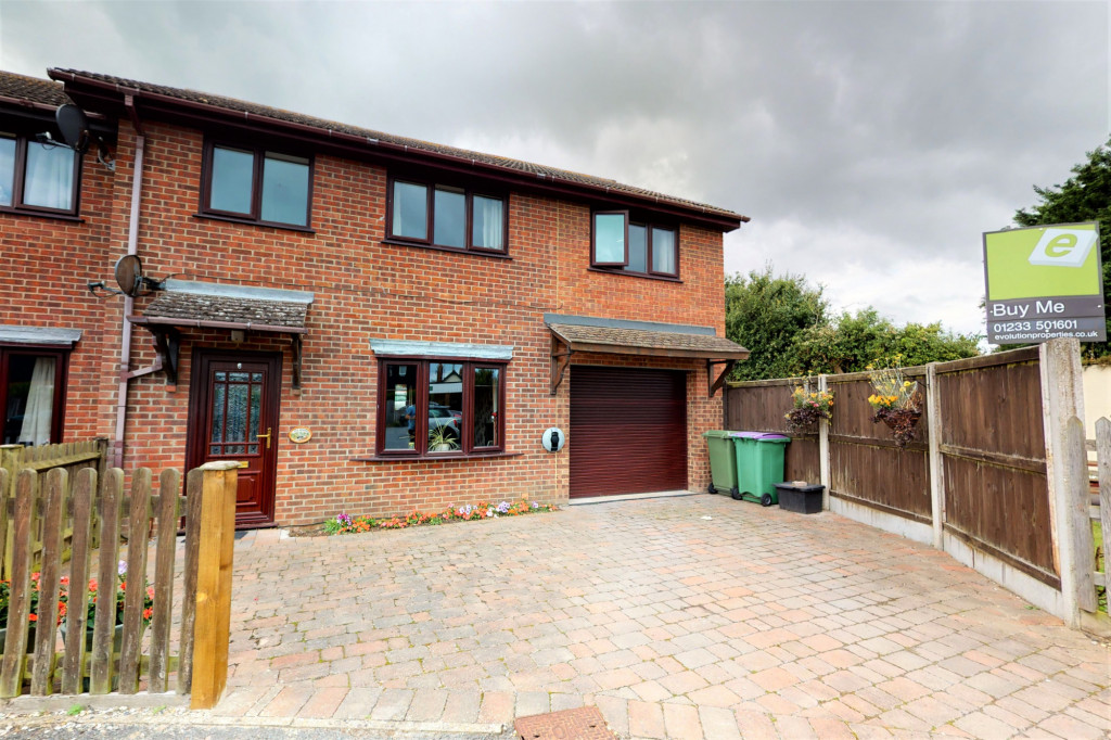 4 bed end of terrace house for sale in The Sidings, Dymchurch, Romney Marsh - Property Image 1