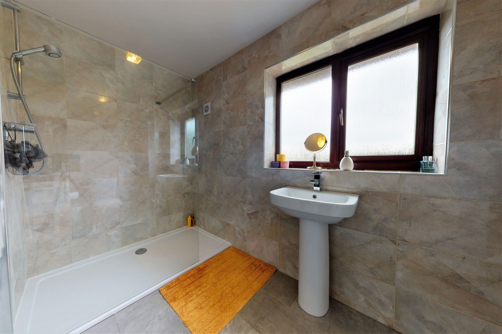 4 bed end of terrace house for sale in The Sidings, Dymchurch, Romney Marsh 11