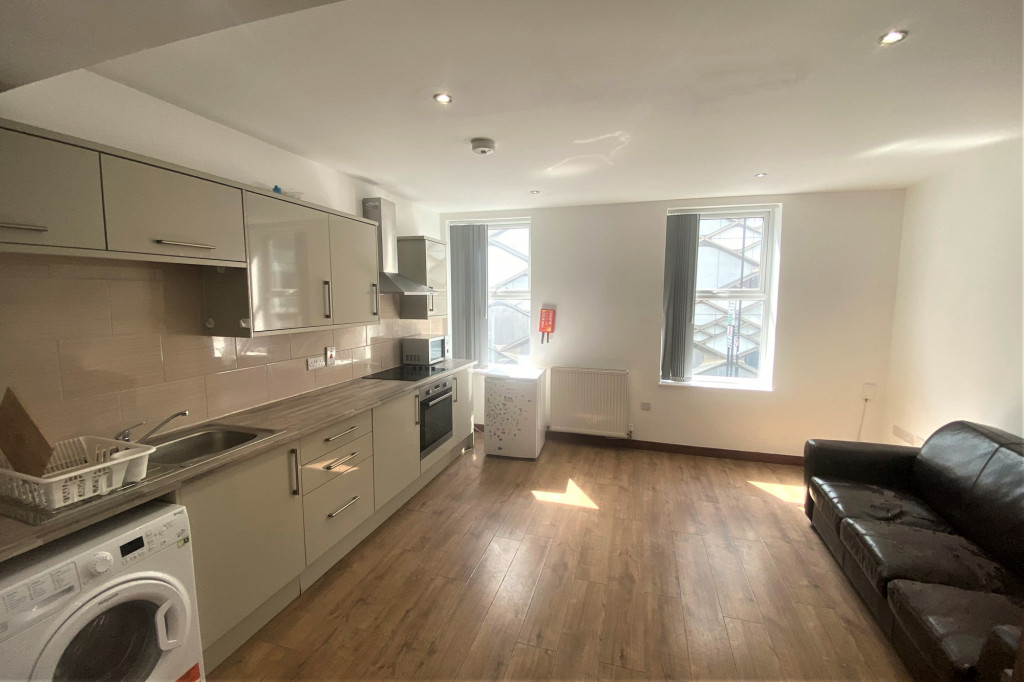 2 bed apartment to rent in Brook Hill, Sheffield 0