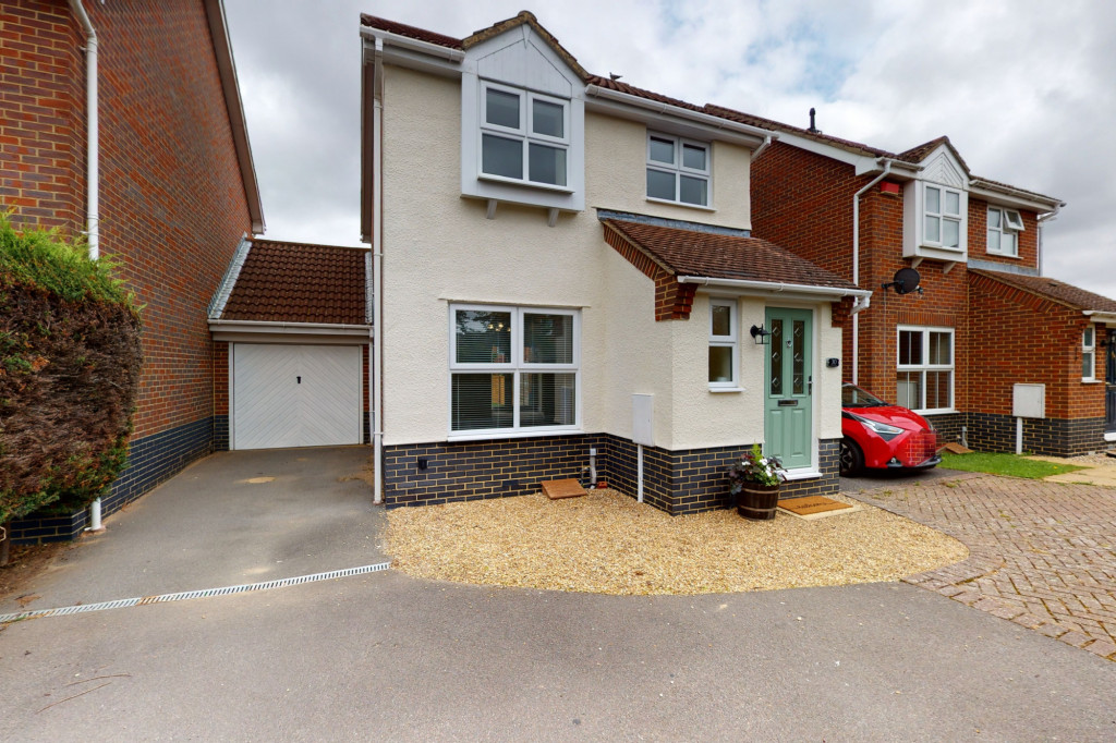 3 bed detached house to rent in Hawthorn Road, Kingsnorth, Ashford  - Property Image 1