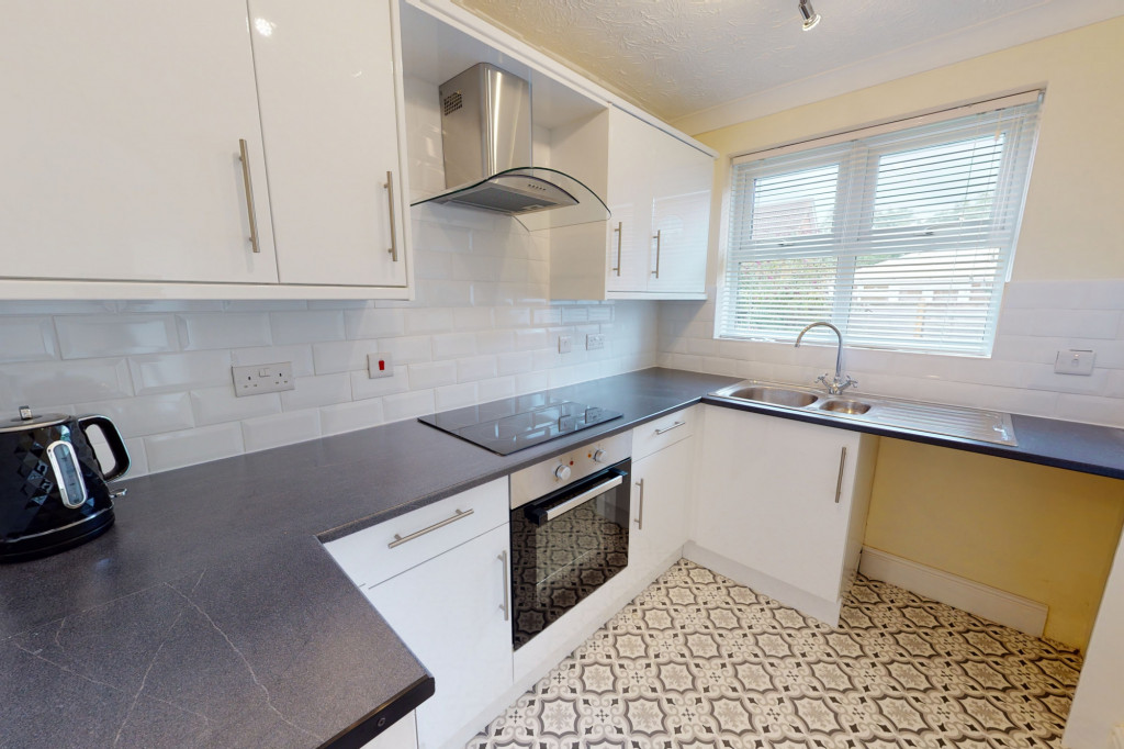 3 bed detached house to rent in Hawthorn Road, Kingsnorth, Ashford 4