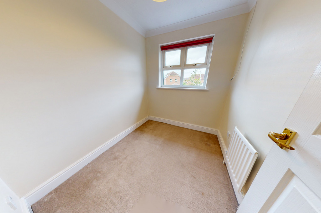 3 bed detached house to rent in Hawthorn Road, Kingsnorth, Ashford 9