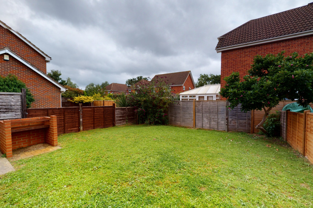 3 bed detached house to rent in Hawthorn Road, Kingsnorth, Ashford 12